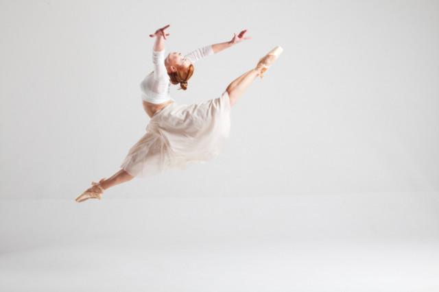 股関節症を改善に導き、楽しくバレエを行える体づくりをしていきましょう